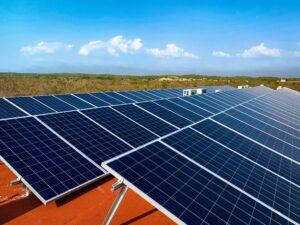 Instalación de Sistema de 108 Paneles Solares de 335 Watts